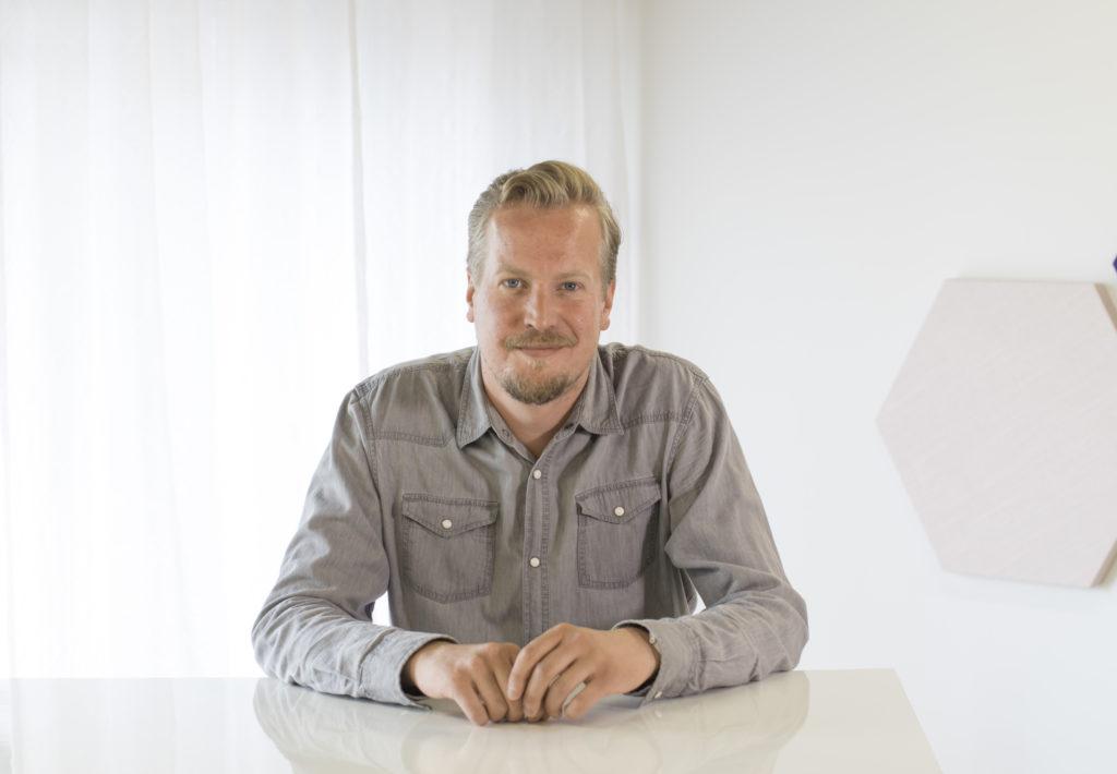 Jirka Tuominen, toimitilavastaava